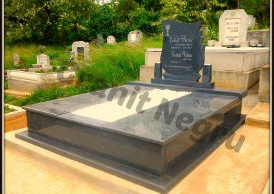 017 monument granit mon 94 gri inchis