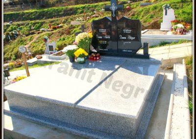 049 monument granit negru