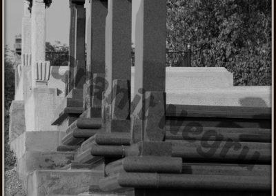 052 cruci granit inchis