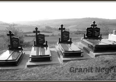 055 cruci granit inchis