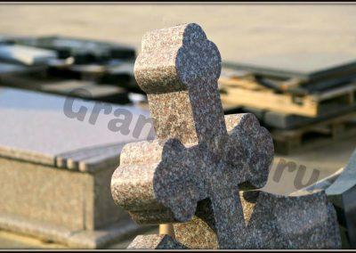 Detalii finisaje monumente funerare granit