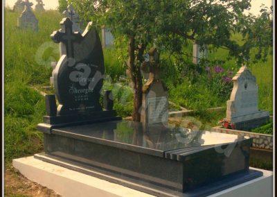 012 monument granit ciucodi 10 gri inchis